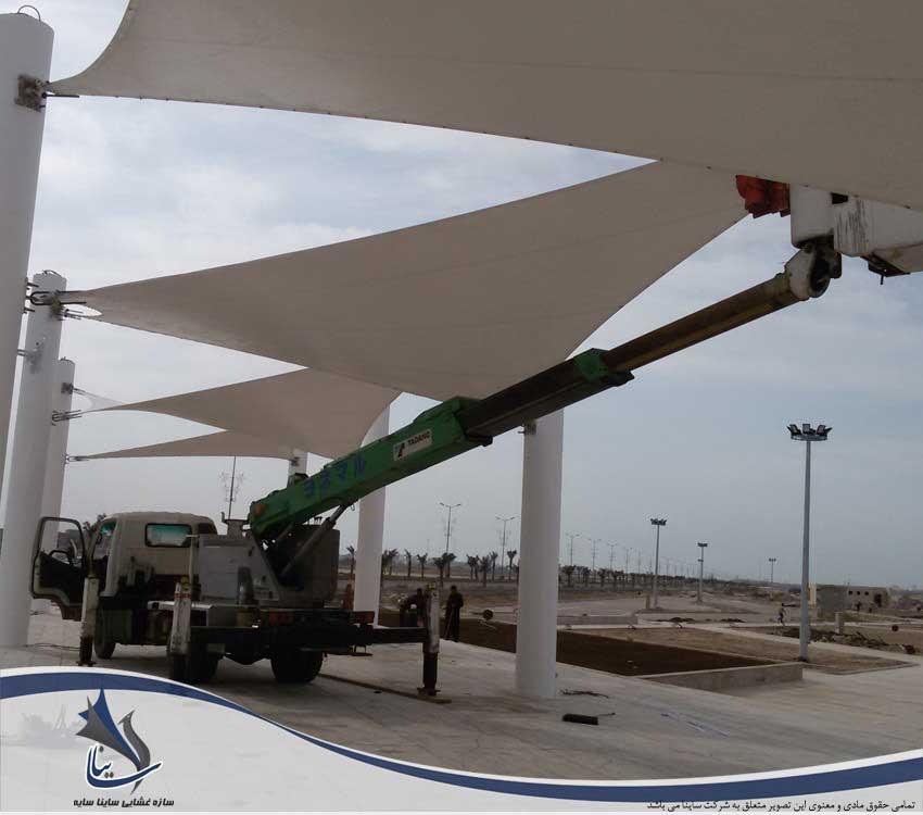 نصب پارچه بر روی سازه بتنی دهکده گردشگری بوشهر
