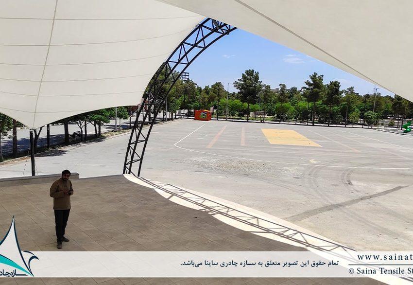سایبان جایگاه نمایش در بوستان مادر در کرمان