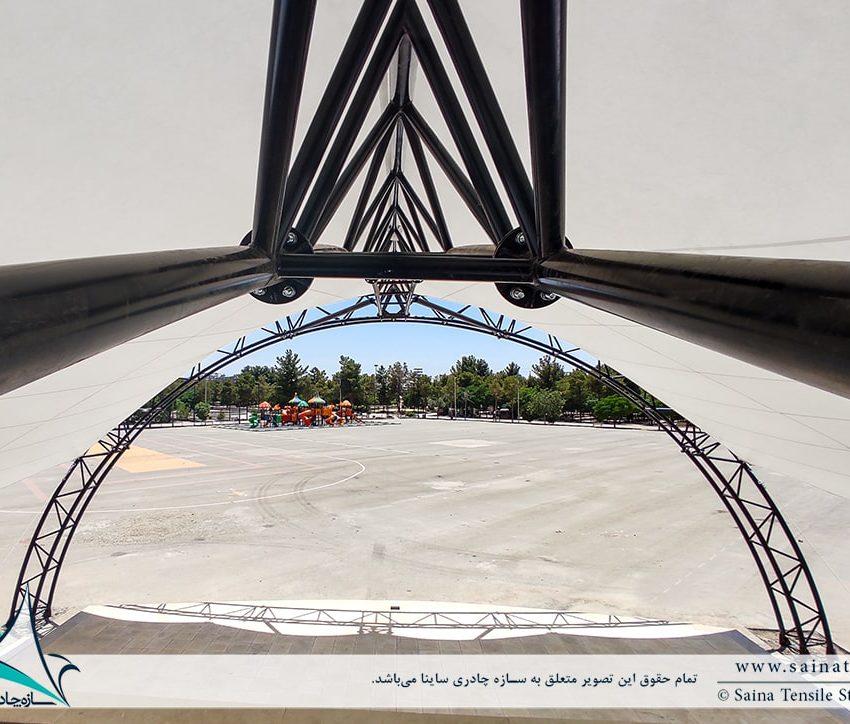 سایبان جایگاه نمایش در بوستان مادر کرمان